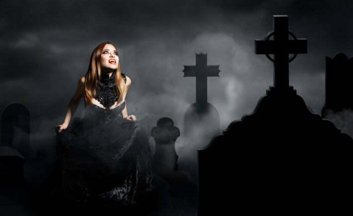 sexy vampire on a graveyard - wampir