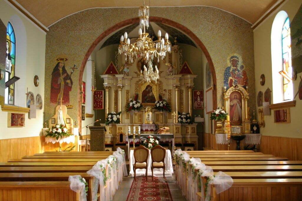 Ołtarz kościoła w Polańczyku / fot. Catz/wikipedia