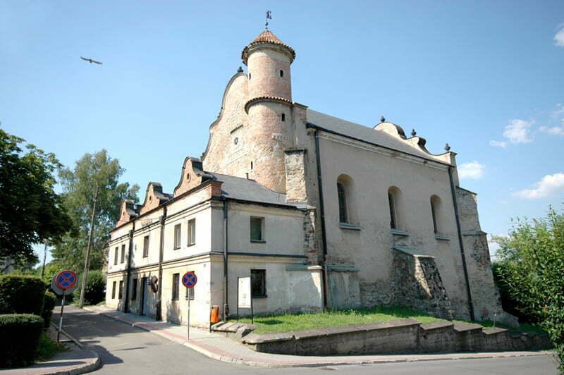 Synagoga, obecnie Galeria Sztuki / fot. Henryk Kotowski, Wikipedia
