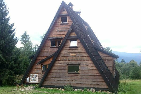 Chata Socjologa na Otrycie. Fot. Marcin Jeżowski