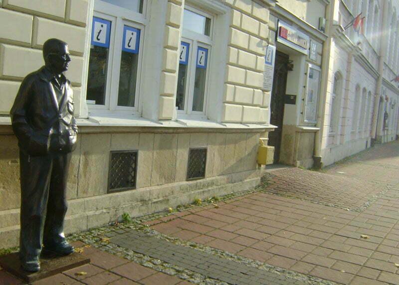 Pomnik Zdzisława Beksińskiego przy Rynku/Fot. Aneta Jamroży