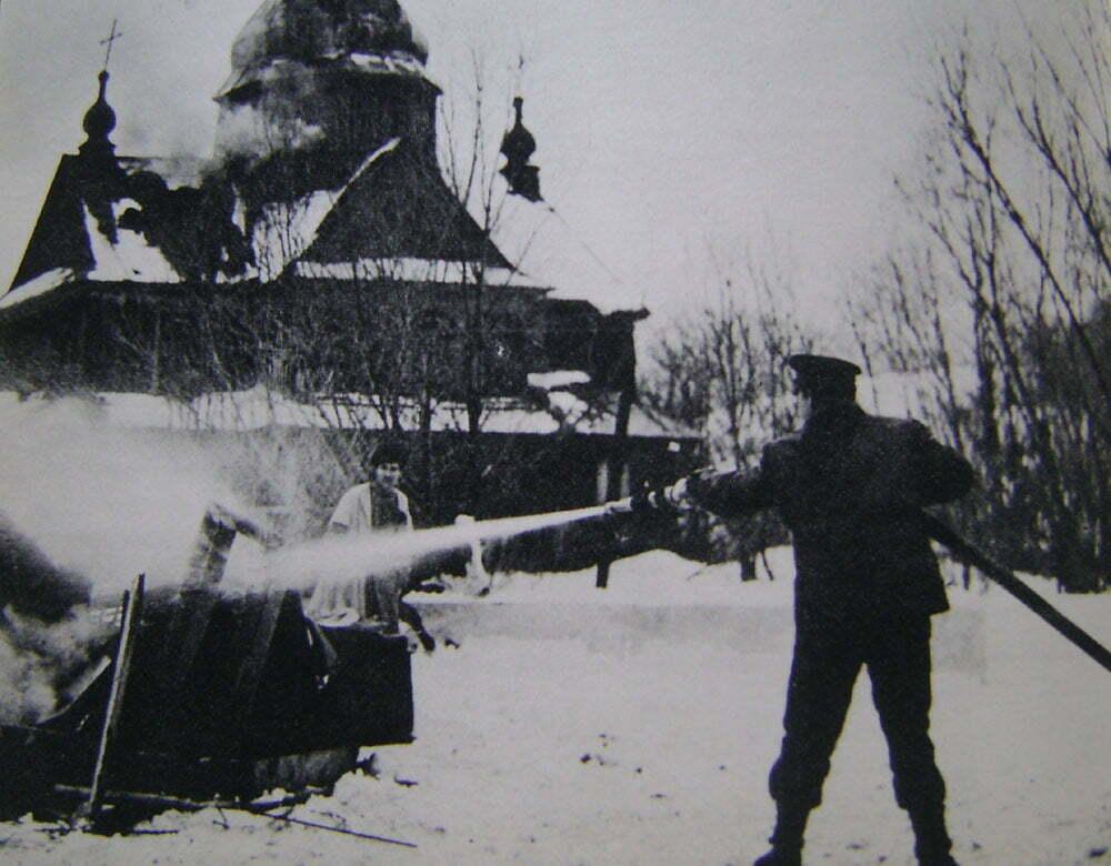 Źródło fot.: Barbara Wachowicz, Filmowe przygody małego rycerza, Wydawnictwa Artystyczne i Filmowe, Warszawa 1971.