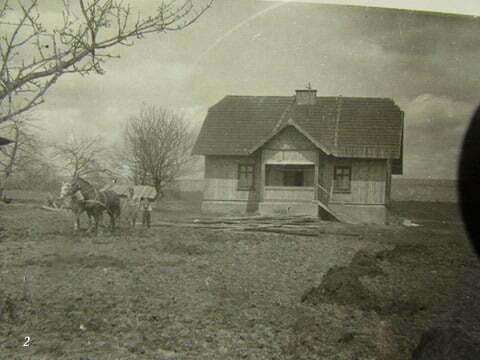 Czarna PGR, budynek, w którym mieszkaliśmy, ojczym był dyrektorem tegoż PGR-u. Zdjęcie zrobione od strony obór, gdzie nocowały krowy PGR. / fot. Archiwum Lesława Grabowskiego