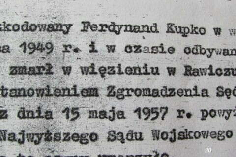 Lakoniczny dokument wydany przez komunistów, stwierdzający zgon dziadka w więzieniu w Rawiczu. / fot. Archiwum Lesława Grabowskiego