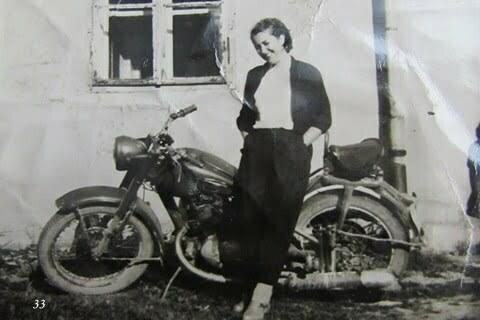 Mama i IZ, jeszcze bez bocznego wózka, Czarna PGR. / fot. Archiwum Lesława Grabowskiego