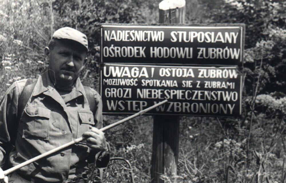 Tablica ostrzegawcza przy zagrodzie nad Zworem 1964 r./Fot. arch. S. Klimek