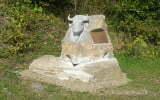 Pomnik przy bieszczadzkiej zagrodzie pokazowej/Fot. Aneta Jamroży