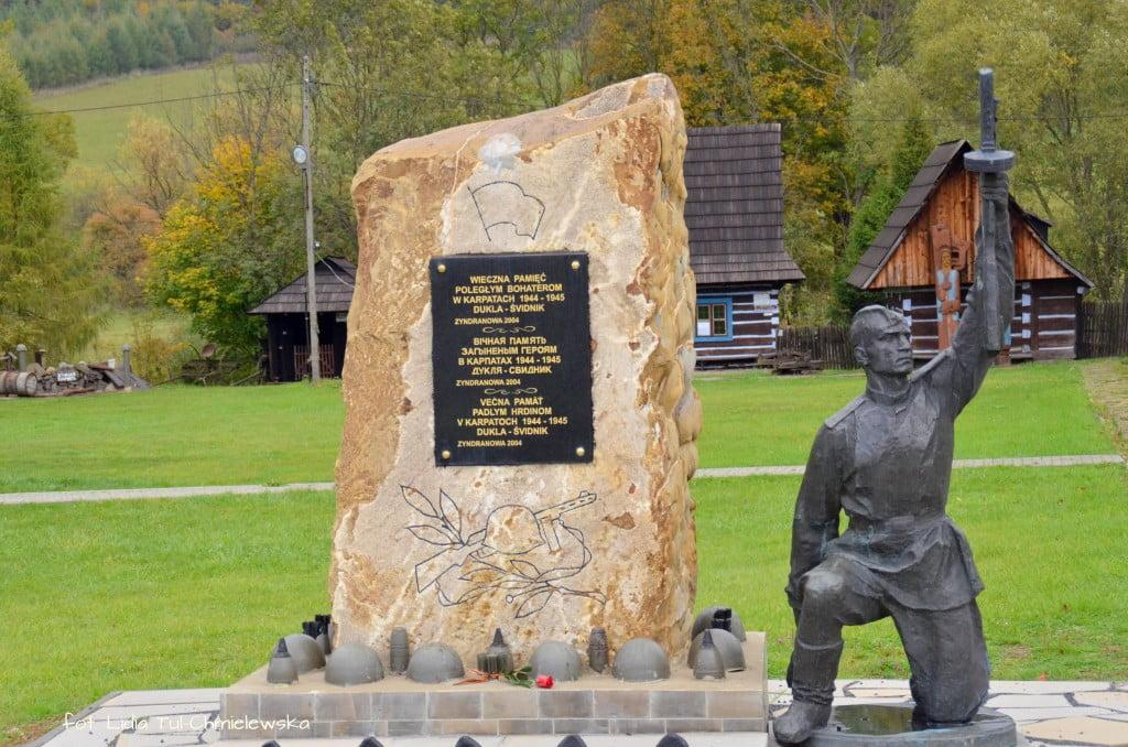 Pomnik żołnierzy z II Wojny Światowej Zyndranowa fot. Lidia Tul-Chmielewska
