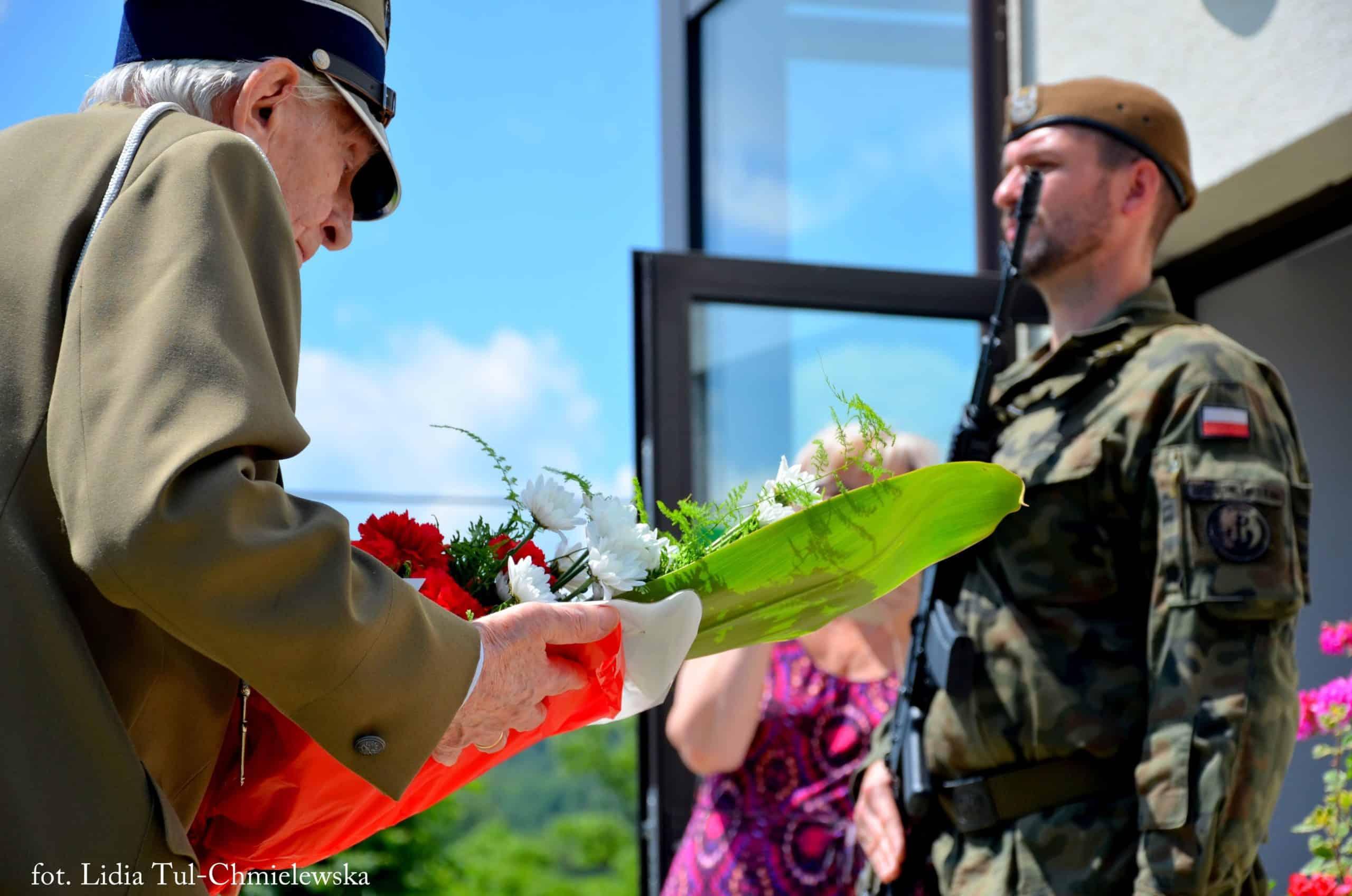 Złożenie kwiatów przez kombatantów AK/ fot. Lidia Tul-Chmielewska