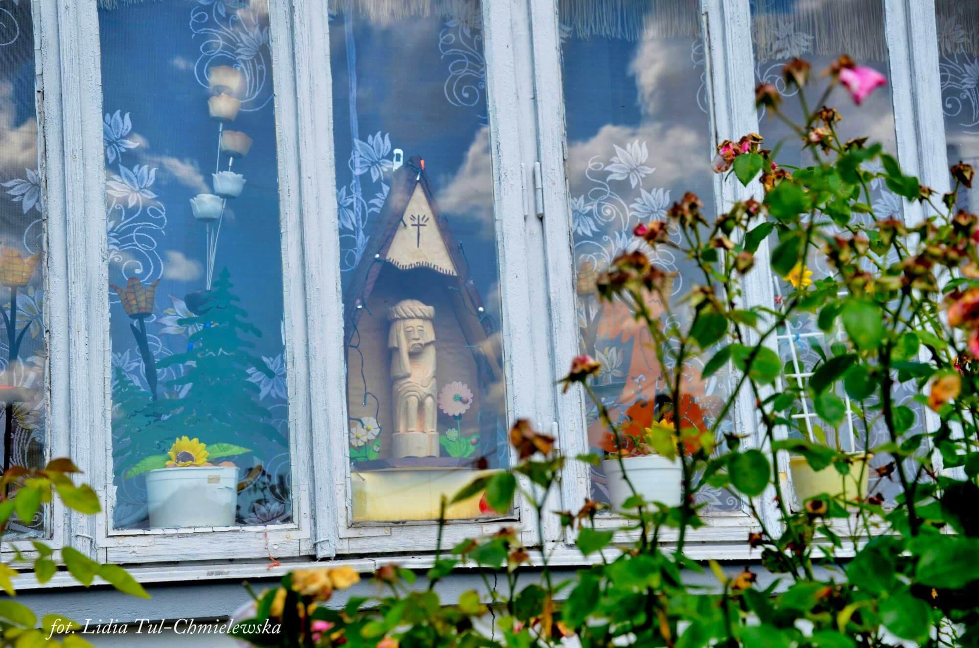 W oknach święci, Jaśliska / fot. Lidia Tul-Chmielewska