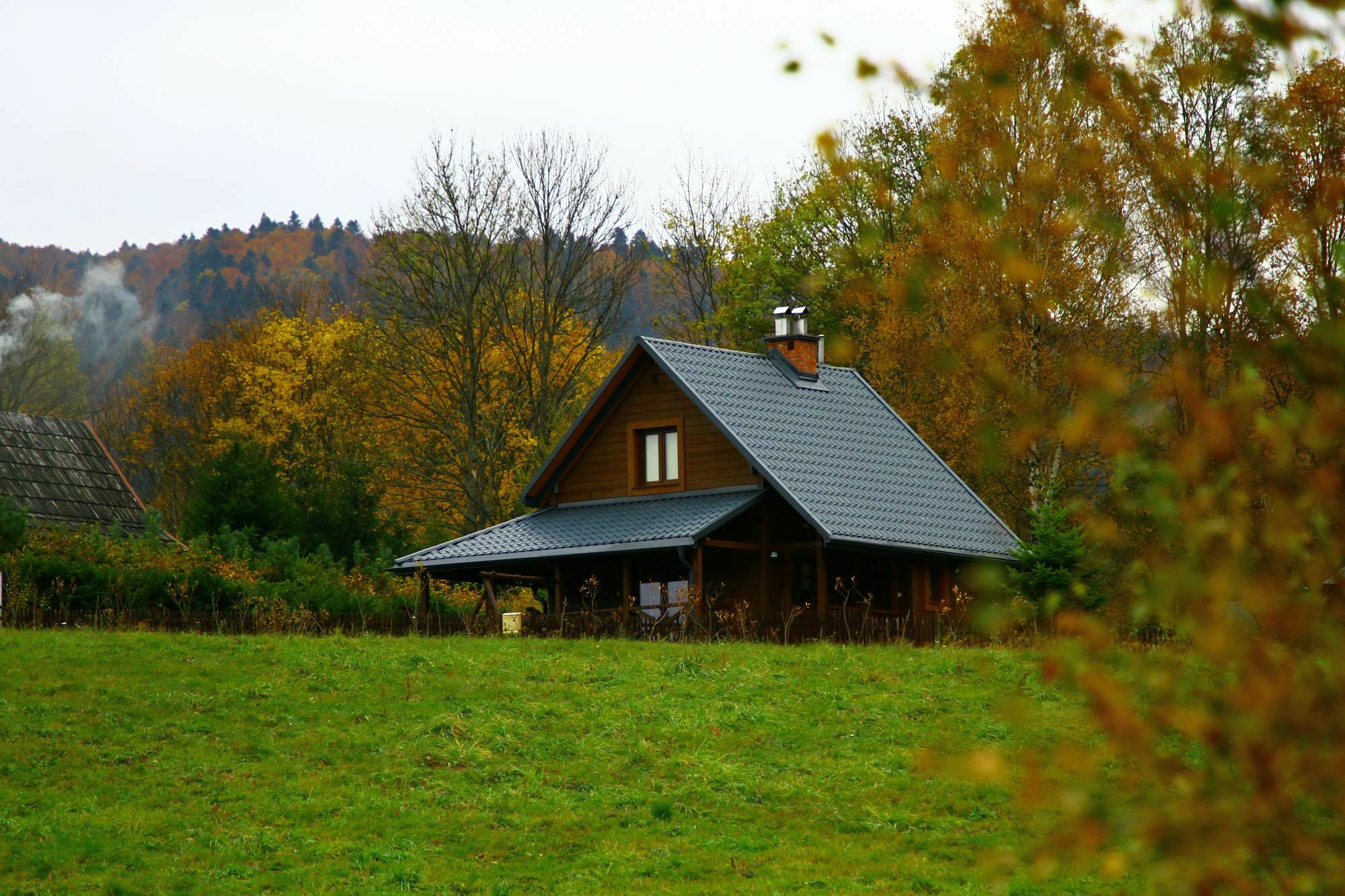 Niewielka chatka w bieszczadzkiej ciszy / fot. shutterstock.com