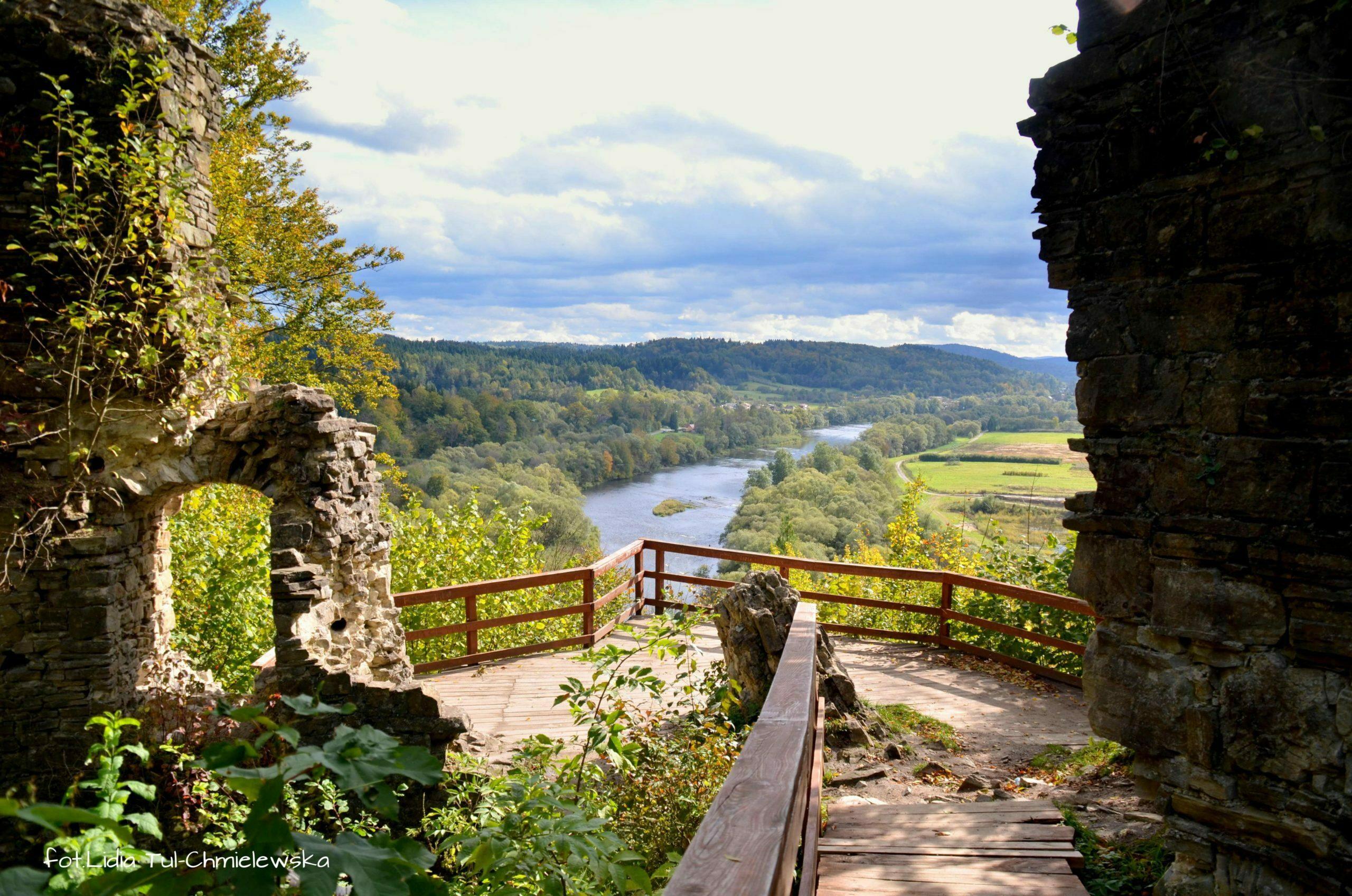 Ruiny zamku Sobień w drodze ku Bieszczadom fot. Lidia Tul-Chmielewska